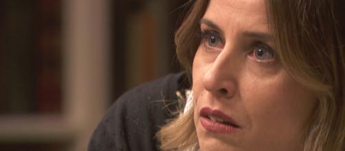 Il Segreto, trame ottobre: Adela sequestrata nella sua scuola da alcuni rivoltosi