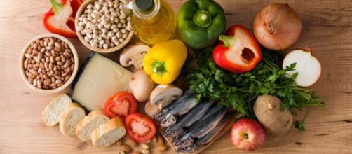 Università Federico II, la dieta mediterranea potrebbe ridurre il grasso accumulato nel fegato. (Canva)