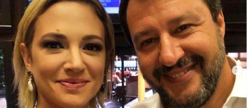 A Live Non è la D'Urso ieri doppia lite di Salvini: prima con Asia Argento, poi con Alba Parietti. Con Argento infine fa il selfie della pace.