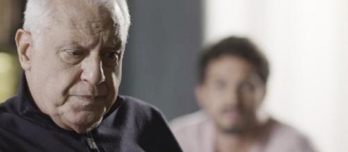 Alberto revela ser vítima de chantagem. (Reprodução/TV Globo)