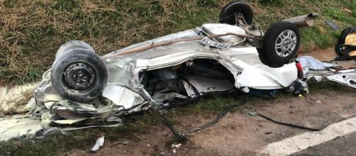Veículo ficou totalmente destruído. (Reprodução/ TV Globo)