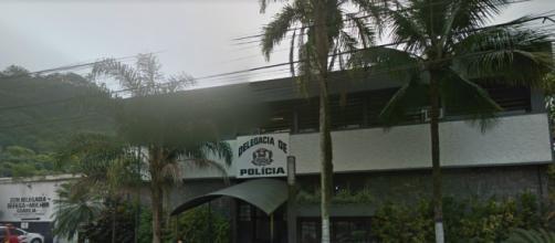 Assédio teria ocorrido na delegacia sede de Guarujá. (Reprodução/Google Street View)