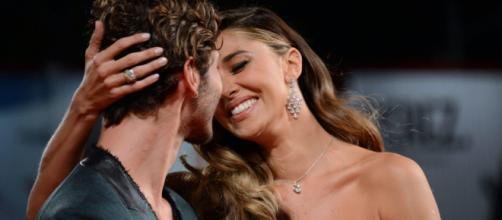 Belen Rodriguez, scatta la passione con De Martino: 'Tu baciami sempre, che mi piace'.