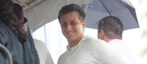 Blogueiro credita nota à TV Globo após especular interesse de Luciano Huck à Presidência da República. (Arquivo Blasting News)