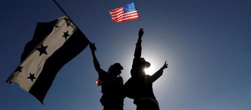 Estados Unidos busca mejorar las condiciones en Honduras para detener la migración. - elespanol.com