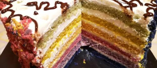 Torta arcobaleno: una delizia multistrato