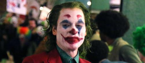 Joaquin Phoenix interpreta o 'Coringa'. (Foto: Arquivo Blasting News)