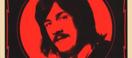 Baterista do Led Zeppelin, John Bonham morreu aos 32 anos, após consumo excessivo de álcool. (Arquivo Blasting News)
