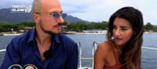 Temptation Vip, spoiler puntata del 30 settembre: Silvia filmata mentre è nello stesso letto del single Valerio