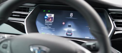 Tesla : l'Autopilot 2.0 arriverait cette année pour une conduite ... - frandroid.com
