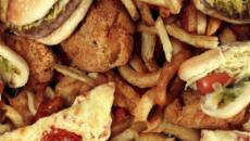 Un joven británico casi pierde la vista por su dieta a base de comida basura