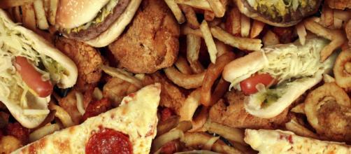 Un joven casi pierde la vista por su dieta a base de comida basura
