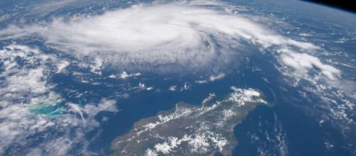 Usa, l'uragano Dorian provoca cinque vittime sulle Bahamas e procede lentamente verso la Florida: ora è di categoria 3