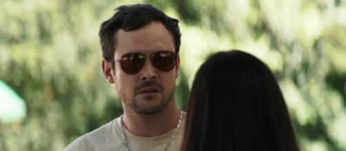 Chiclete descobre o que motivou casamento de Vivi e Camilo. (Reprodução/TV Globo)