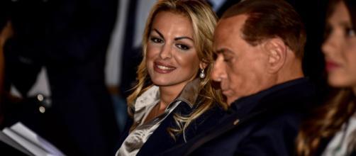 Berlusconi festeggia il compleanno senza Pascale: i figli di lui non la gradirebbero