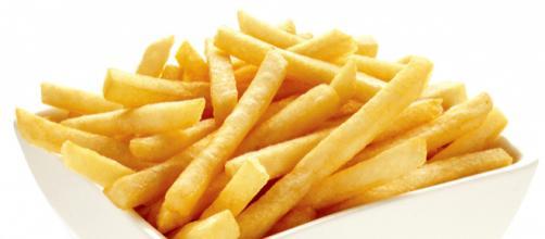 Dieta a base di patatine fritte: danni irreversibili per un diciassettenne britannico
