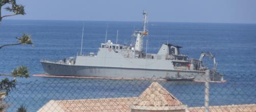 El cazaminas Turia varado en la playa de La Manga, el accidente tuvo lugar en la búsqueda de restos del accidente del comandante Marín