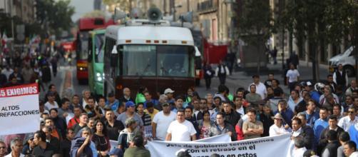 Transportistas exigen aumento de tarifa y provocan caos en CDMX. - bajapress.com