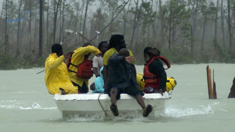 Dorian podría azotar las costas de Florida, autoridades mantienen alerta preventiva