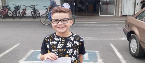 Garoto trans de 8 anos conquista documento com nome masculino. (Reprodução/Arquivo Pessoal)