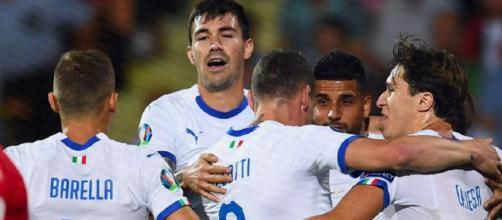 Gli azzurri esultano dopo il gol di Pellegrini