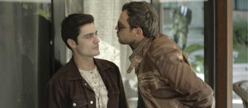 Leandro contará para Chiclete que é gay. (Reprodução/ TV Globo)
