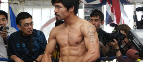 Manny Pacquiao flexing his muscles during an open-door workout at Wildcard Gym – image credit: Showtime Boxing/ Flickr Photos