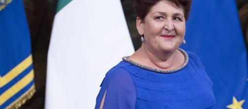 Teresa Bellanova: pioggia di critiche sui social per il suo abbigliamento e il titolo di studio