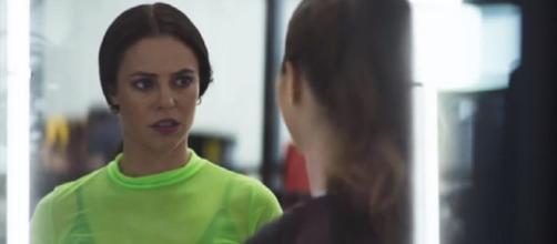 Vivi pede ajuda a Fabiana. Foto: Reprodução/ TV Globo
