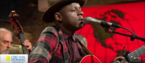 """J.S. Ondara makes an impressive national television debut on """"Saturday Sessions"""" with songs from """"Tales of America."""" [Image source:CTM-YouTube]"""