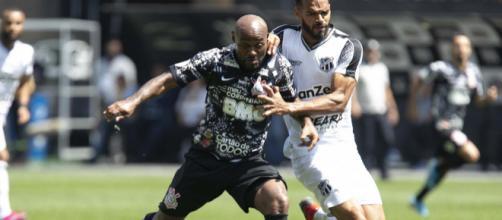Vagner Love fez o segundo gol dos paulistas, e seu quarto, no Brasileirão. (Divulgação/Daniel Augusto Jr/Agência Corinthians)