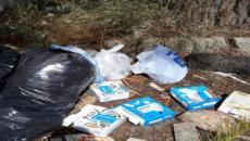 Tuturano, ancora degrado per le strade: cumuli di spazzatura vicino al campo sportivo