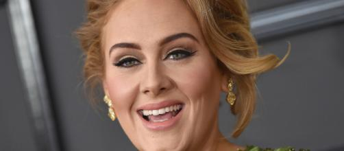 Adele deu uma pausa na carreira para cuidar de seu filho. (Arquivo Blasting News)