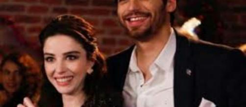 Bitter Sweet, finale di stagione: lieto fine per Nazli e Ferit, lei incinta