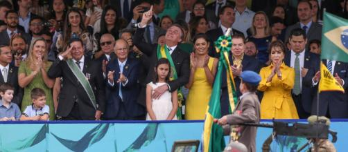 Bolsonaro assistiu aos desfiles com Edir Macedo e Silvio Santos. (Arquivo Blasting News)