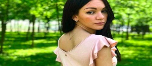 Jessica Battistello mostra l'abito da sposa: 'Ho la lacrima facile, sono troppo sensibile'