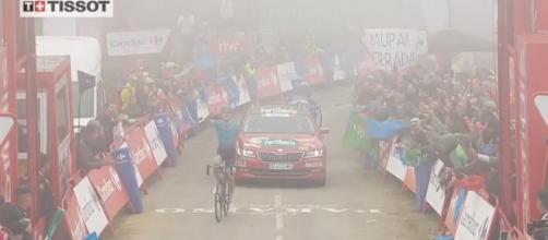Vuelta Espana: Fuglsang vince a La Cubilla, Roglic allunga ancora
