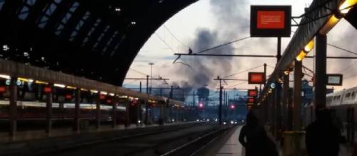 Milano, incendio in area dismessa della stazione centrale: nessun ferito
