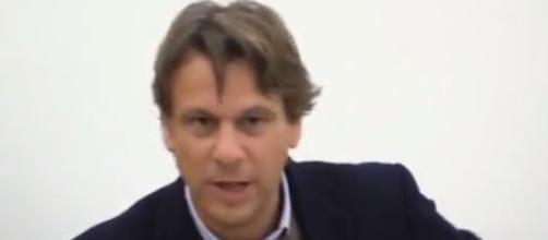 Nicola Porro scettico sulla redistribuzione europa dei migranti.