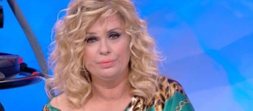 Tina Cipollari ha qualche chilo di troppo e Maria De Filippi la mette a dieta perché sia in forma entro Natale.