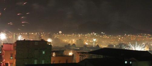 Napoli, Capodanno è un bollettino da guerra: 12 persone ferite nelle prime due ore dell'anno.