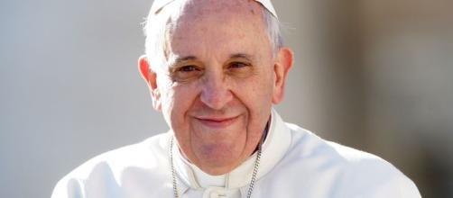 Papa Francesco nel mirino del web, lui: 'Ho dato un cattivo esempio'.