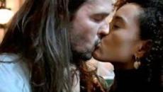 Taís Araújo detalha como lida com o 'beijo técnico' na novela