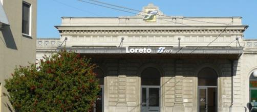 La stazione di Loreto dove è avvenuta la tragedia.