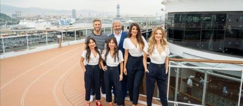 El equipo de 'First Dates Crucero' en su nuevo 'plató'.