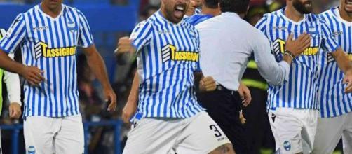 La Spal esulta dopo un gol: al centro Petagna