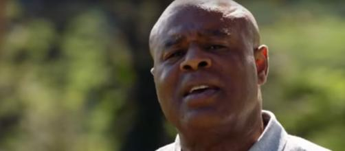 Lots of things happen when Lou Grover (Chi McBride). tries to enjoy a day of golf in on 'Hawaii Five-O.' [Image source: SpoilerTV/YouTube]