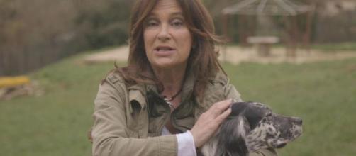"""Patricia Gaztañaga en una captura de la campaña """"Adopta un setter"""" de Troylo."""