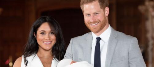 Saída de Meghan e Harry da família real pode aquecer mídia britânica. (Arquivo Blasting News)