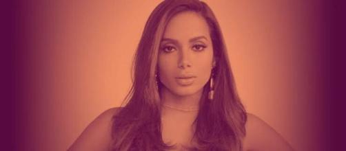'Tem dinheiro, mas quer falar que foi convidada', Anitta manda indireta. (Arquivo Blasting News)